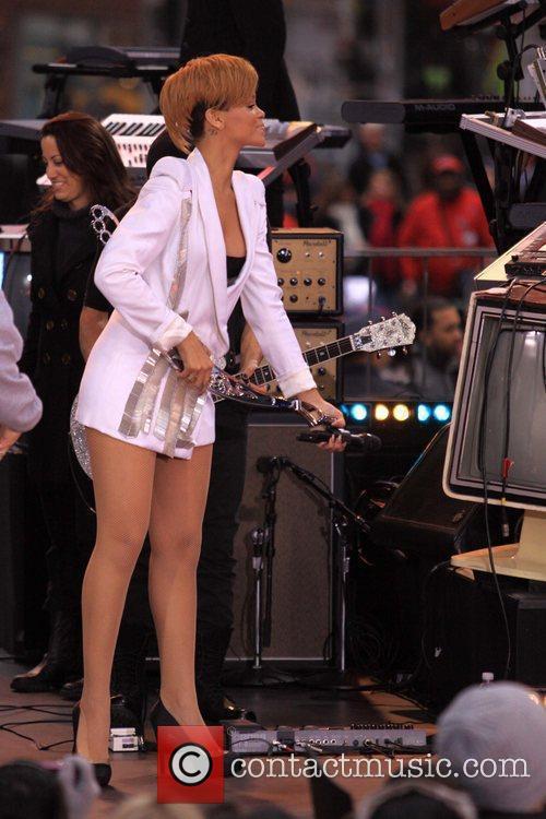 Rihanna 81