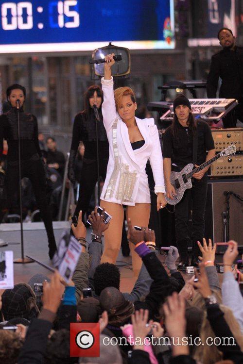 Rihanna 77