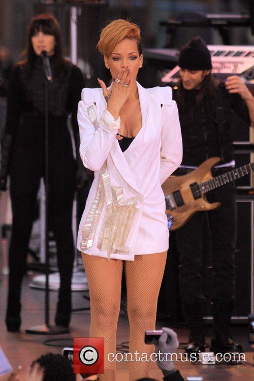 Rihanna 100