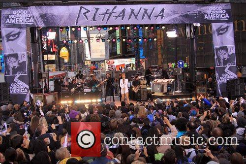 Rihanna 87