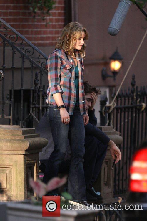 Emilie de Ravin and Robert Pattinson filming on...