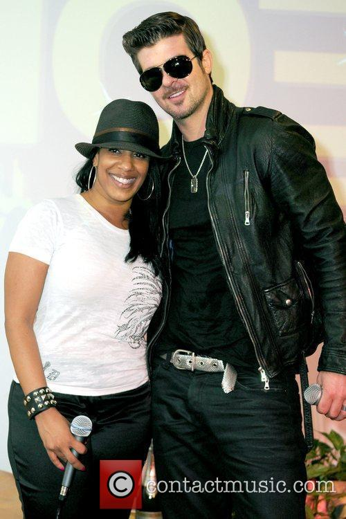 Robin Thicke stops by 103.5 The Beat Radio...