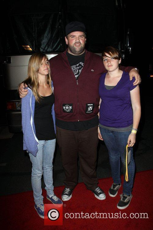 Ethan Suplee and His Daughters 3