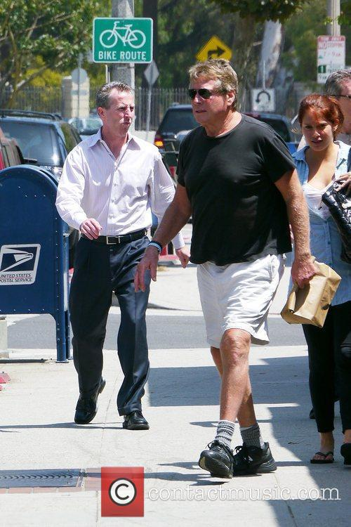 Ryan O'neal Takes Food To Go After Having Lunch With A Friend 4