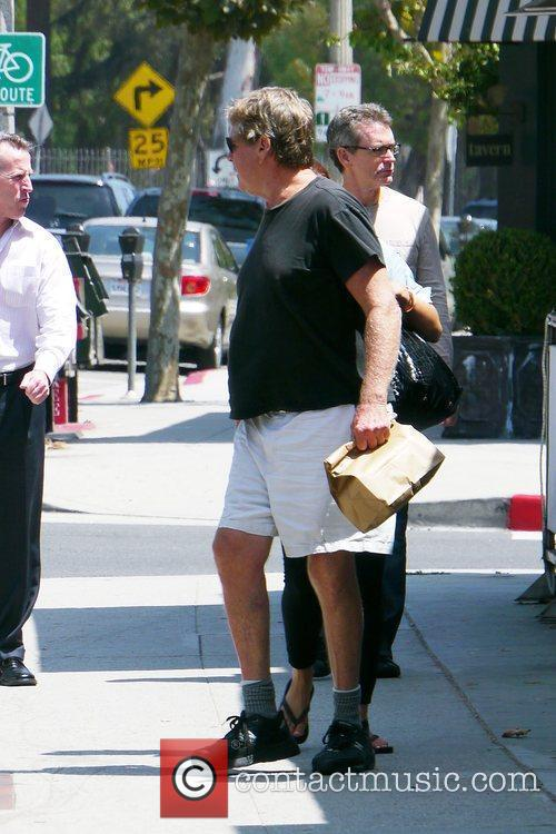Ryan O'neal Takes Food To Go After Having Lunch With A Friend 6