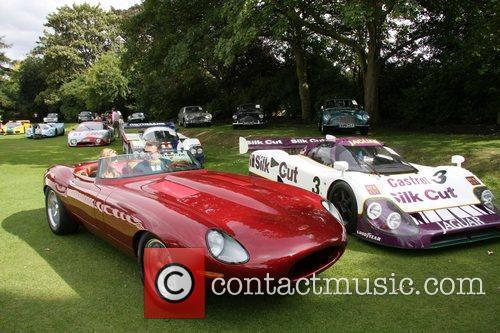 The new Jaguar Speedster is driven away Salon...