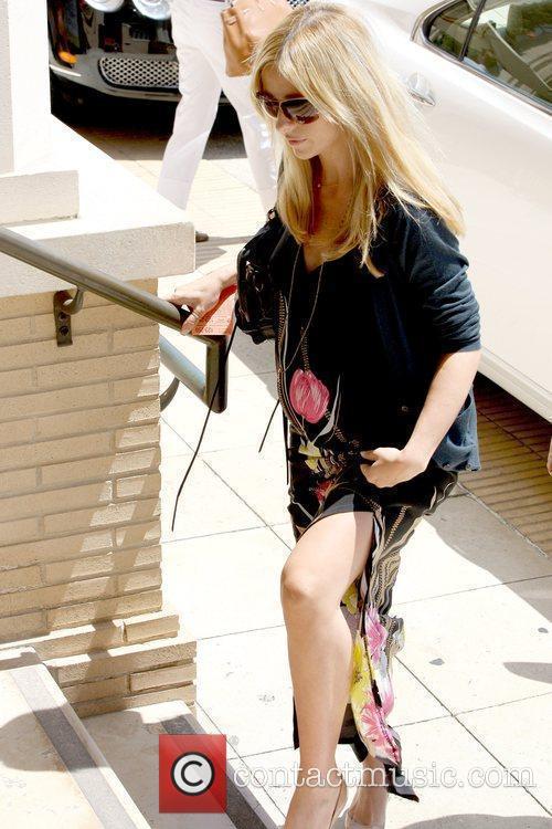 A Very Pregnant Sarah Michelle Gellar 2