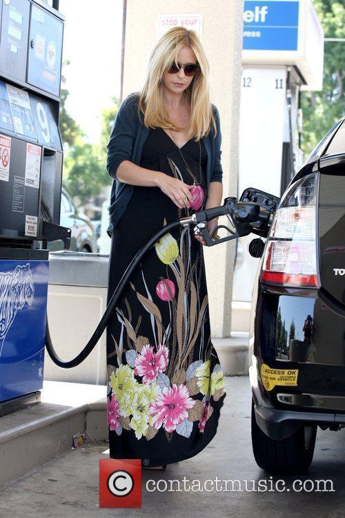 A Very Pregnant Sarah Michelle Gellar 9