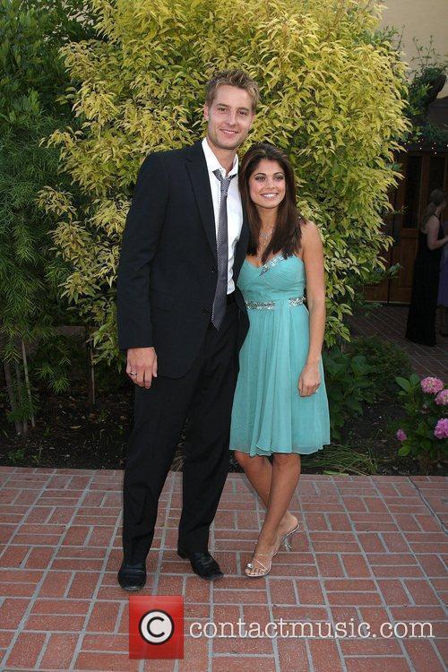 Justin Hartley & Lindsay Hartley The 2009 Saturn...