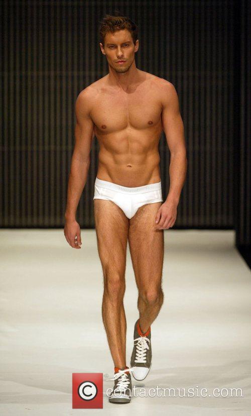 Model The Rosemount Sydney Fashion Festival – Holeproof...
