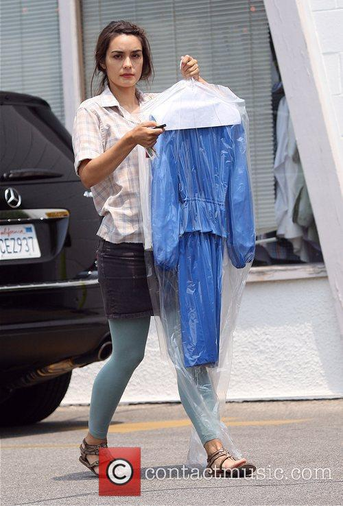 Shannyn Sossamon  collecting her dry cleaning in...