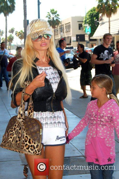 Shauna Sand and Her Daughters 6