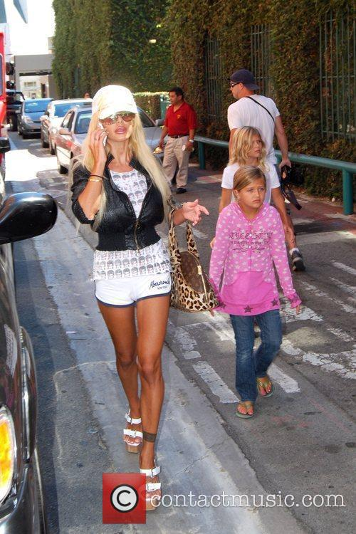 Shauna Sand and Her Daughters 7