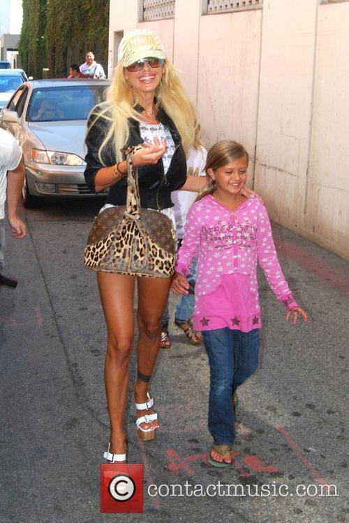 Shauna Sand and Her Daughters 5