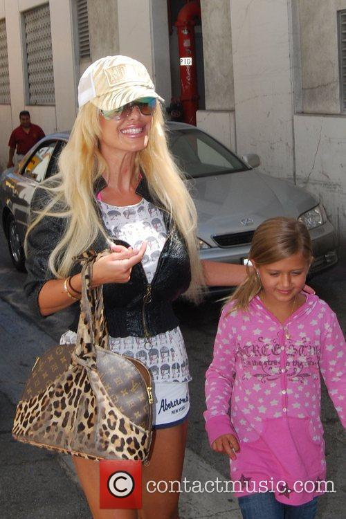 Shauna Sand and Her Daughters 3