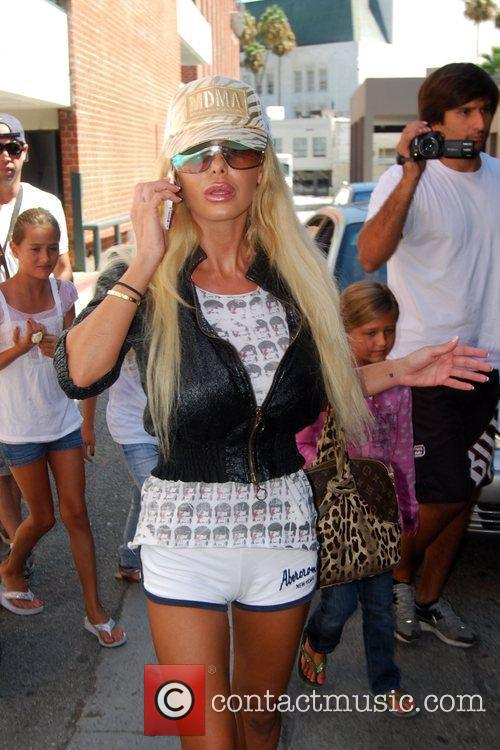 Shauna Sand and Her Daughters 4