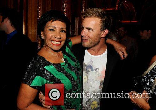 Shirley Bassey and Gary Barlow 4