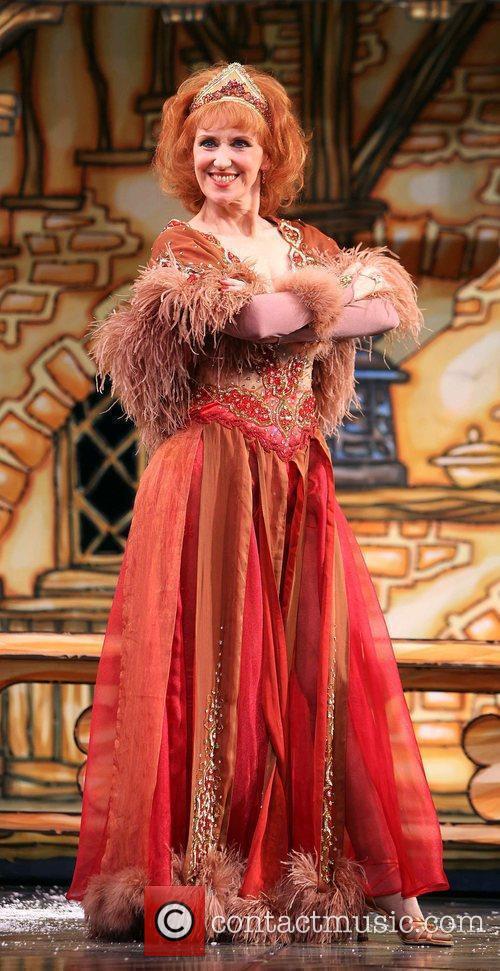 Anita Dobson As Genie 3