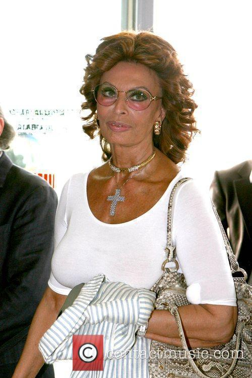 Sophia Loren arrives at the airport in Venice...