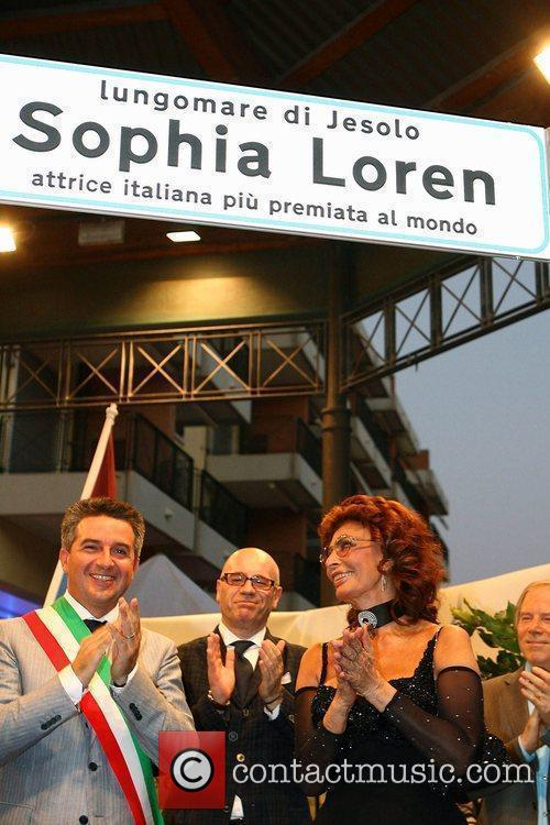 * LOREN DELIGHTED WITH VENICE STREET HONOUR Movie...