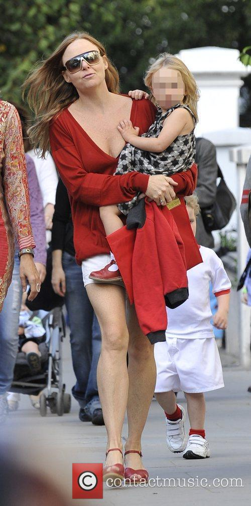 Picks up her daughter from school.