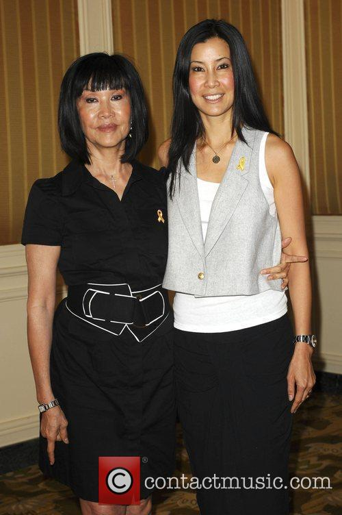 Lisa Ling with her mother Mary 2009 Step...