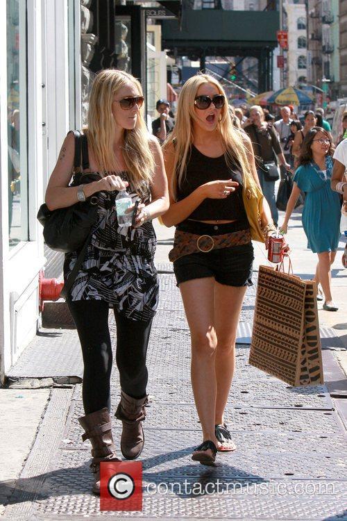 'The Hills' star Stephanie Pratt out shopping in...