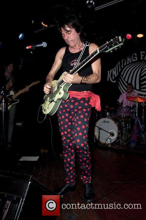 Frank Infante (of Blondie)  performs with Sylvain...
