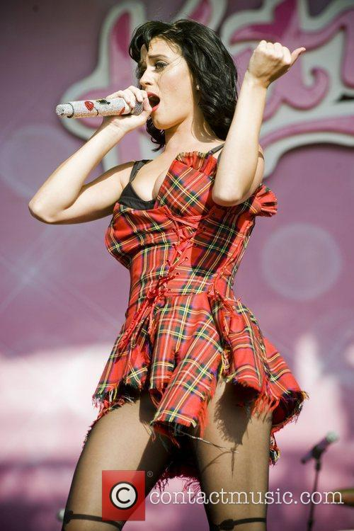 Katy Perry and T in the Park 15