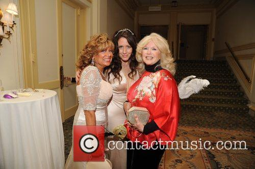 Mother of Bride Carol Tamburino, Joely Fisher and...