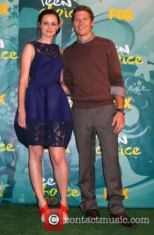 Alexis Bledel and Zach Gilford 1