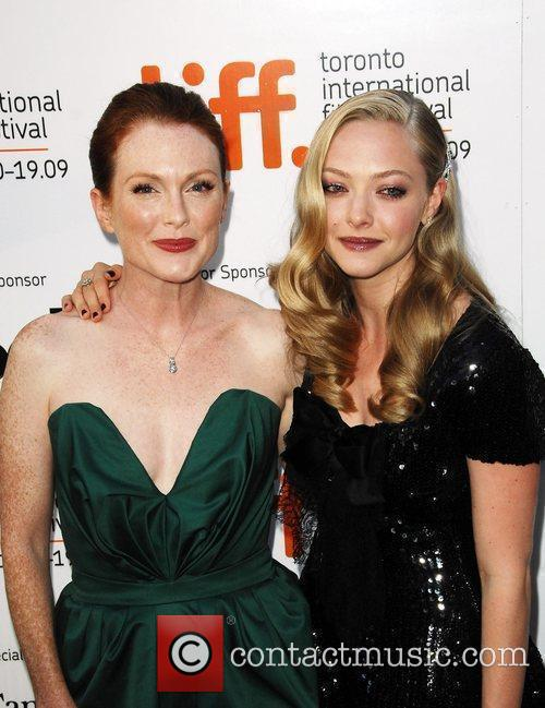 Julianne Moore and Amanda Seyfried 4