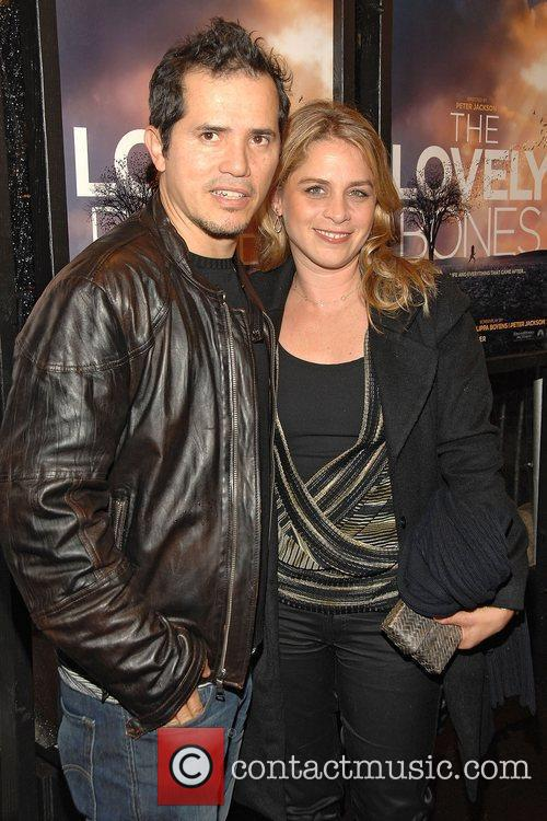 John Leguizamo and His Wife Justine Maurer 9