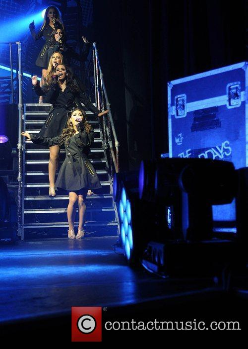 The Saturdays and Manchester Apollo 2