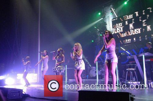 Mollie King and Manchester Apollo 6