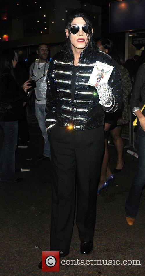 Michael Jackson look-a-like and Michael Jackson 6