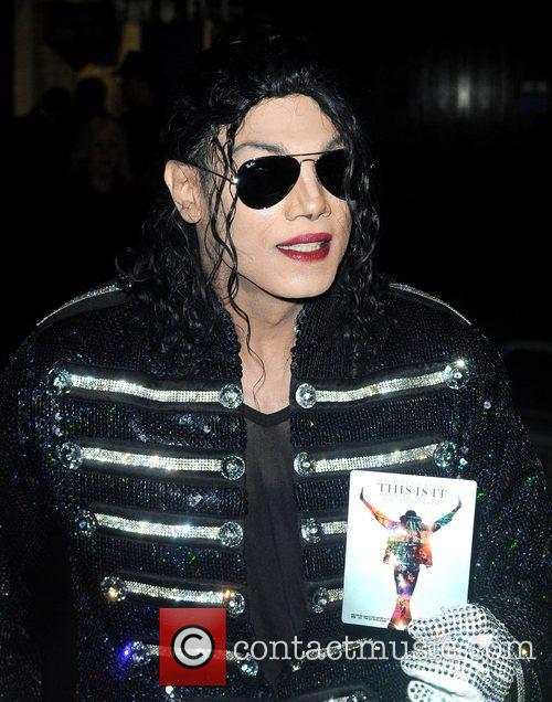 Michael Jackson look-a-like and Michael Jackson 1