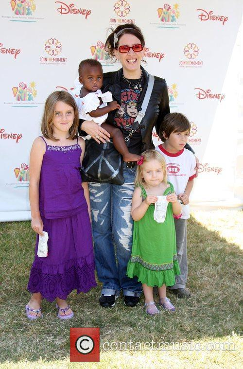 Joely Fisher with her family Elizabeth Glaser Pediatric...