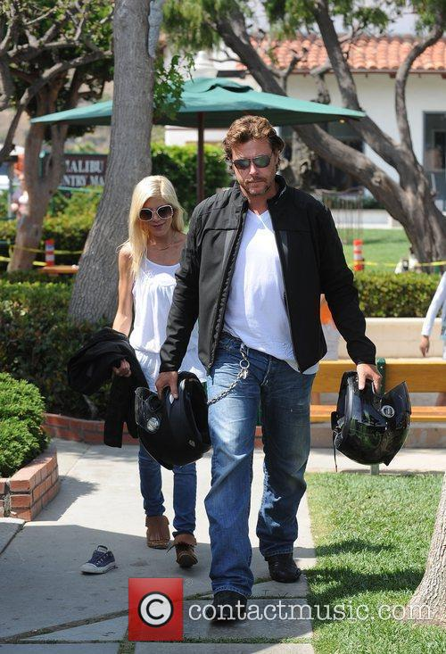 Tori Spelling, Dean McDermott carrying motorcycle helmets at Malibu Country Mart