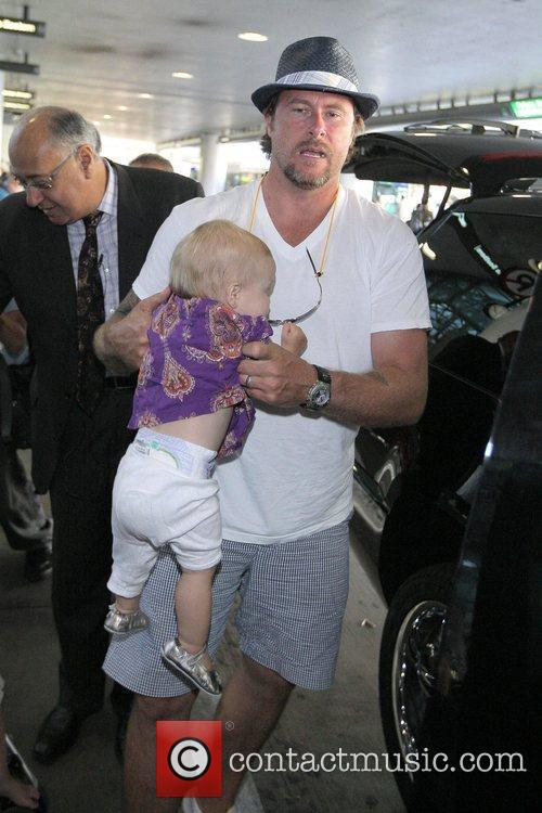 Dean Mcdermott Arrives At Tom Bradley International Terminal At Lax Airport With His Daughter Stella 2