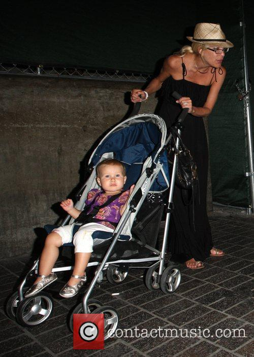 Tori Spelling and daughter Stella 1