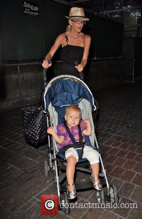 Tori Spelling and daughter Stella 5