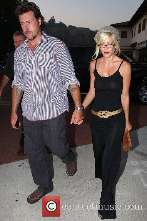 Husband Dean Mcdermott Have Dinner With Dean's Father At An Italian Restaurant In Malibu 3