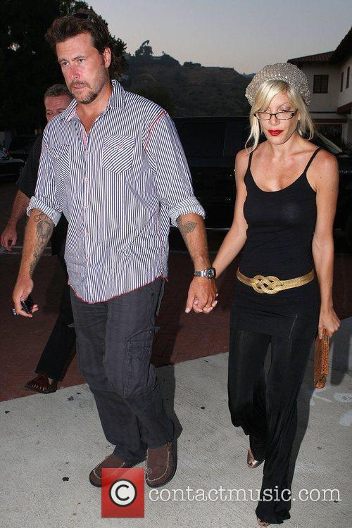Husband Dean Mcdermott Have Dinner With Dean's Father At An Italian Restaurant In Malibu 5