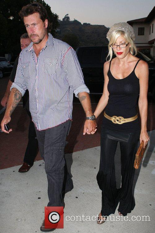 Tori Spelling and husband Dean McDermott have dinner...
