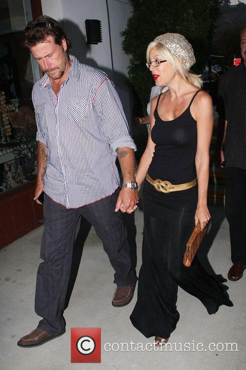 Husband Dean Mcdermott Have Dinner With Dean's Father At An Italian Restaurant In Malibu 4