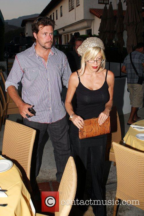 Husband Dean Mcdermott Have Dinner With Dean's Father At An Italian Restaurant In Malibu 6