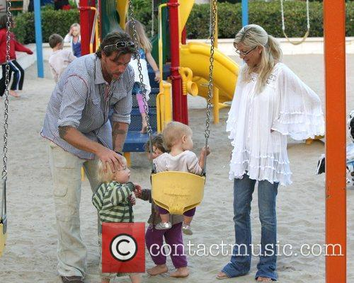 Tori Spelling and Dean Mcdermott 7