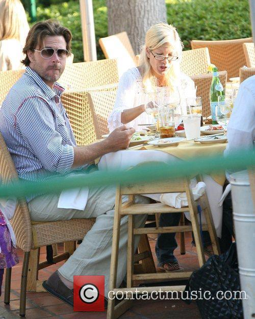 Tori Spelling  eating lunch after taking their...