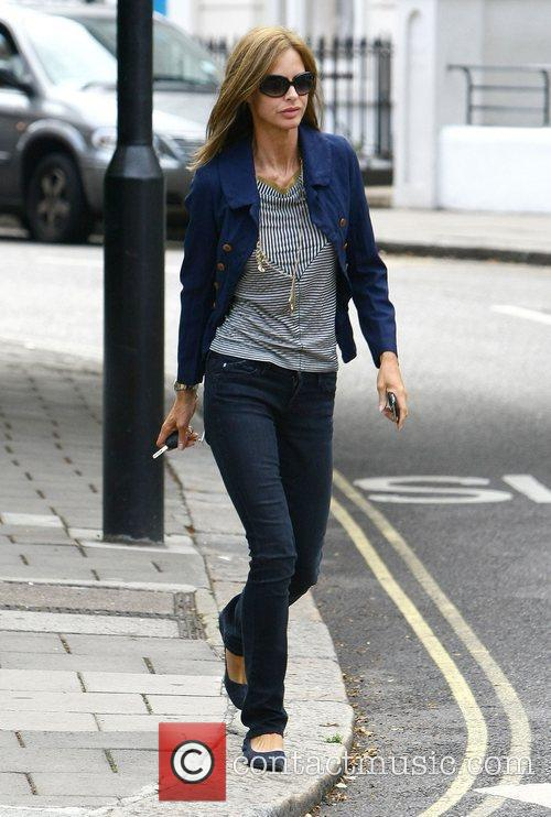 Trinny Woodall drops her daughter off at school...